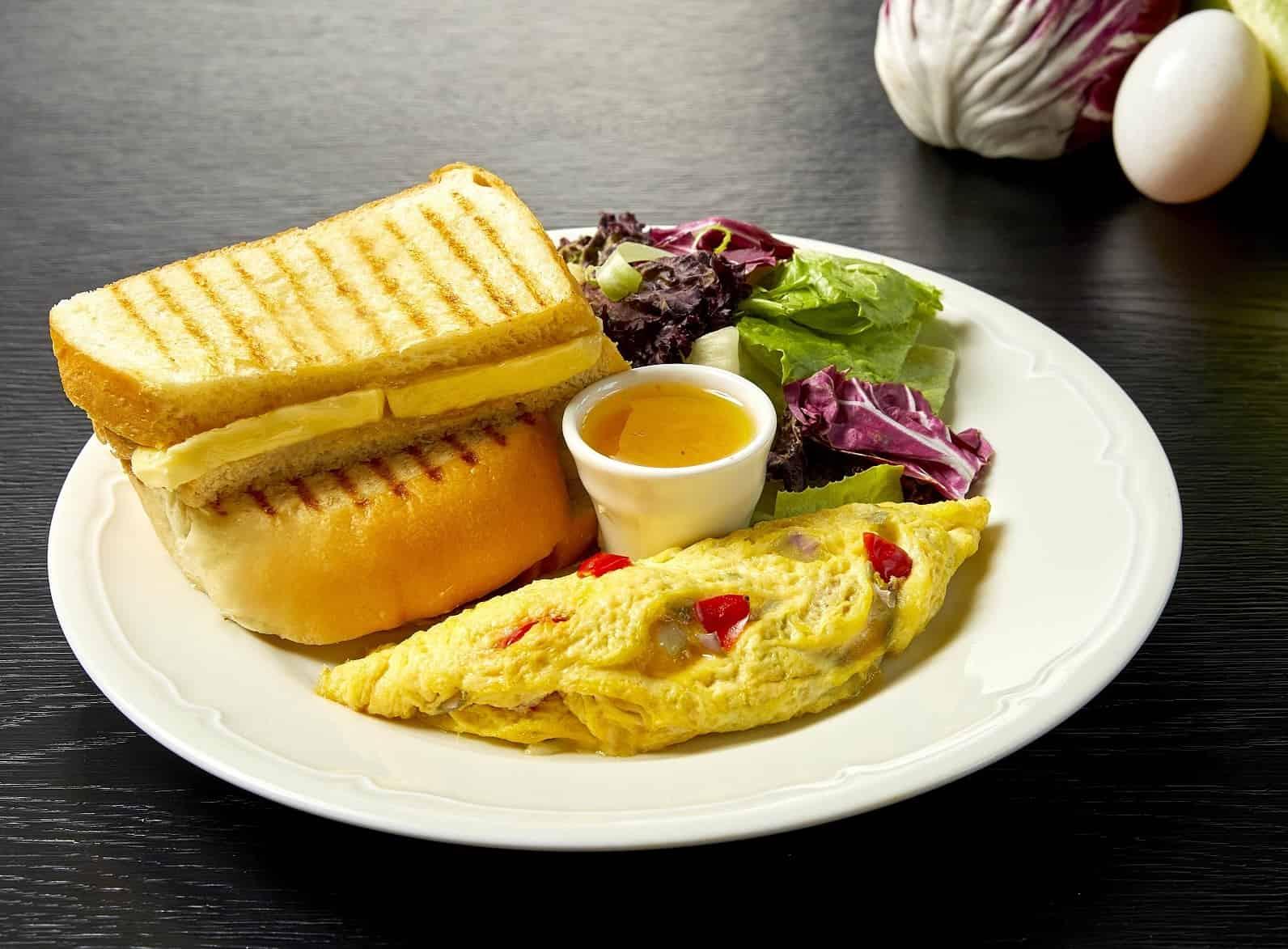 咖椰吐司佐鮪魚煎蛋捲 Kaya Toast with Tuna Omelette