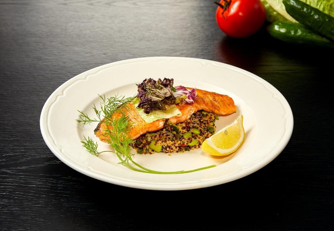 香煎鮭魚佐藜麥鮮蔬 Grilled salmon with quinoa